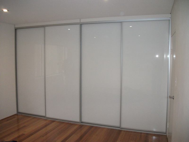 Wardrobe doors gallery modern design wardrobes for Built in sliding doors